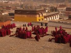wpid-mntsdcard_ExternalSDDCIMBlogGansù-e-Qinghai31-Xiahè-monks-at-Labrang-monastery.JPG.jpg