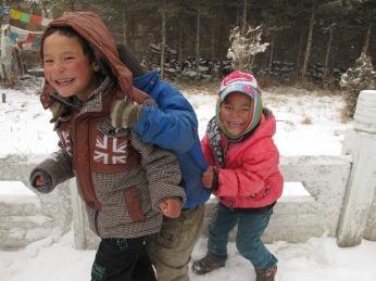 wpid-mntsdcard_ExternalSDDCIMBlogGansù-e-Qinghai35-Hezuo-children-at-Milarepa-palace.JPG.jpg