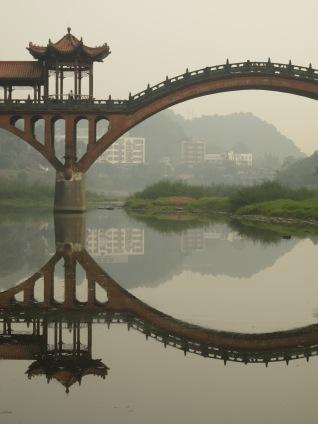 31 - Leshan - giant Buddha - fishing village