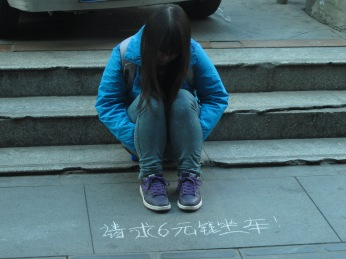 62 - Chengdu - a girl begging for a bus ticket